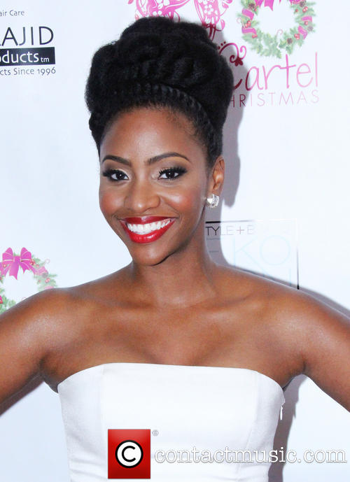 teyonah-parris-the-curly-cartel-presents-holiday_4003273